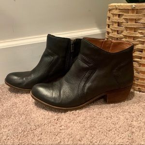 Black lucky brand ankle boots booties